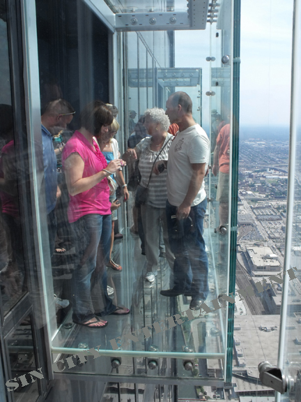 http://sincityexaminer.files.wordpress.com/2009/07/sears-tower-chicago-glass-sky-deck.jpg%3Fw%3D225%26h%3D300