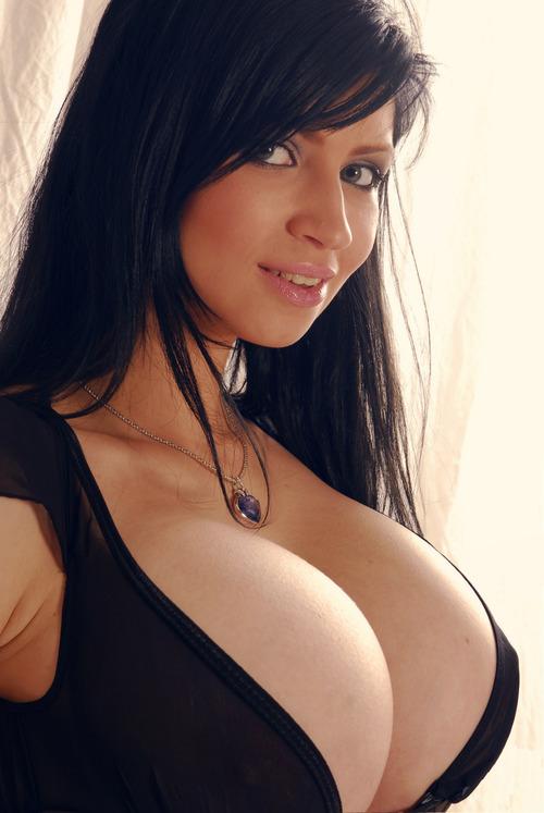 Petra verkaik reveals her hot big breasts